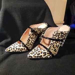 Leopard print slide in shoes